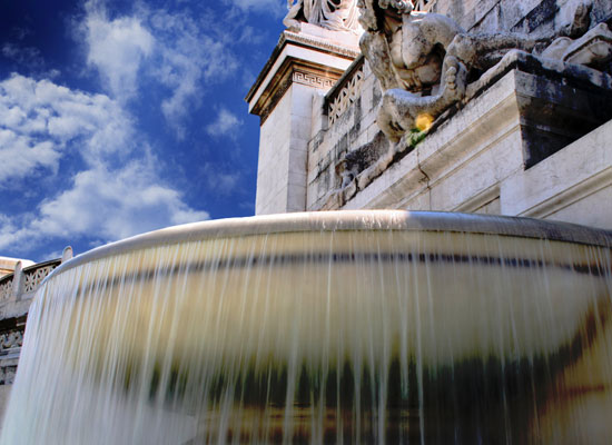 20 Free Mind-blowing Fountain Wallpapers for Your Desktop