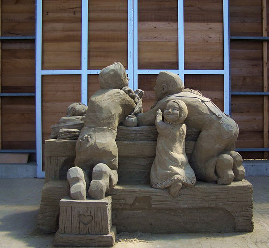 30 Wonderful Sand Sculptures You Love to Watch Closely 17