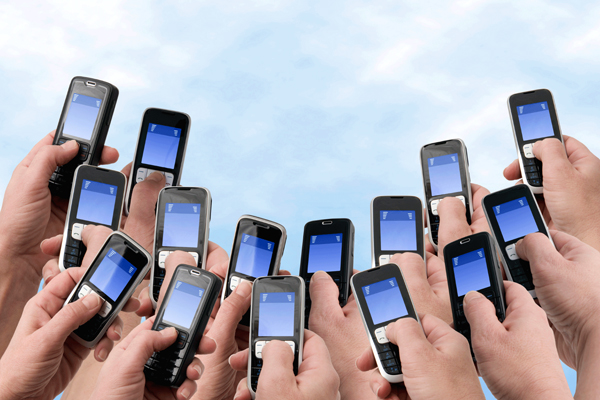 How Mobile Phones are Changing Social Media?
