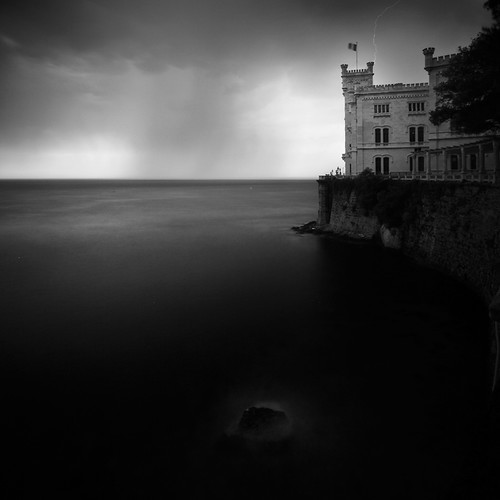 30 Stunning Examples of Black and White Photography 12