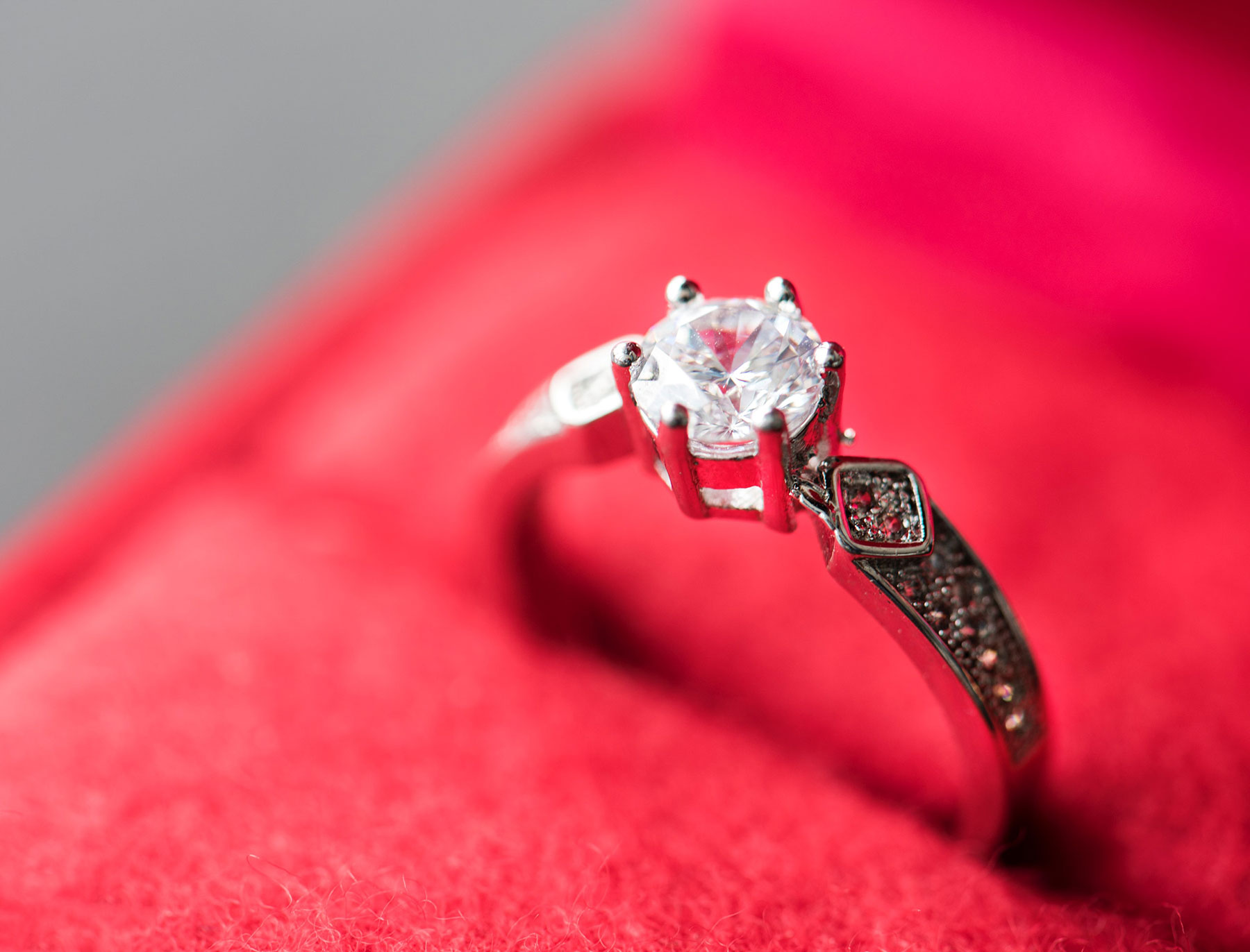 How to Start a Luxury Jewellery Business and Establish an Online Presence?